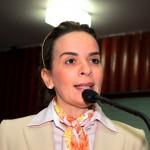 Daniella Ribeiro tira licença para acompanhar a cirurgia da mãe