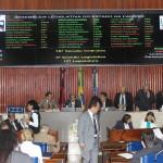 Deputados rejeitam projeto que dispensava registro em cartório de contratos de veículos