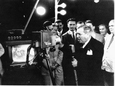 chato-68-em-frente-a-camera-tv-tupi-ii