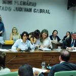 Comissão de Constituição aprova projeto que amplia licença maternidade em nascimentos prematuros