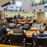 Deputados apreciam vetos, projetos de Lei e criam Frente Parlamentar de Ciência e Tecnologia