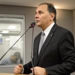 Manoel Ludgério é internado após problema cardíaco e passa bem